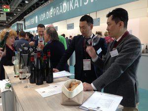 ワイン輸入会社と卸会社のバイヤードイツプロヴァインへアテンド